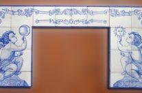 Chimenea en azul cobalto. Cerámica artesanal para interiores
