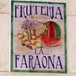 Rótulo para frutería. Mural de cerámica