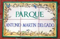 """Rótulo """"Parque Antonio Martín Delgado"""". Rótulos cerámica"""