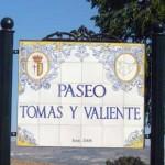 """Rótulo """"Paseo Tomás y Valiente""""."""