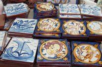 Proceso de pintura de azulejos.