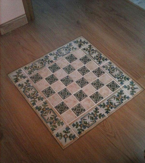 azulejos-en-suelo-de-madera