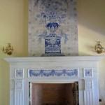 Chimenea de mármol y cerámica azul