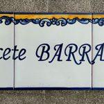 Rótulo con tres azulejos