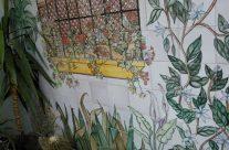 Soluciones decorativas para disimular paredes que están en sitios que no nos gustan