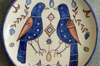 Plato pájaros azules