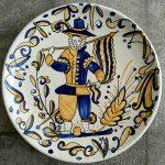 Plato de la serie tricolor talaverana
