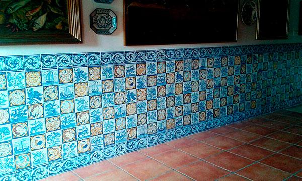 est pintado sobre losetas catalanas rsticas de 15 x 15 y una caracterstica del mismo es que no tiene ningn espacio
